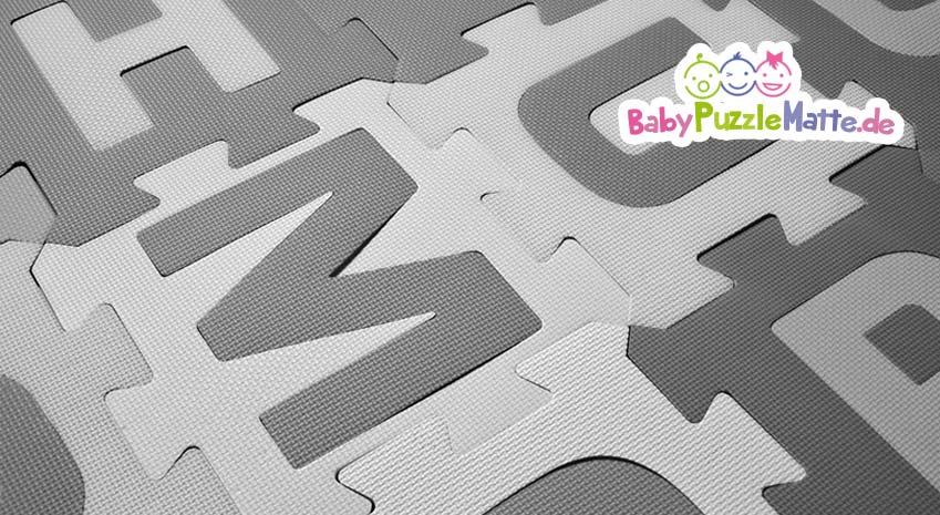 Eine Puzzlematte grau kann sehr stylisch und geschmackvoll im Kinderzimmer sein.